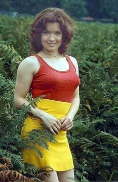 Deborah Watling Doctor Who Art, Doctor Who Quotes, Doctor Who Assistants, Gorgeous Women, Beautiful People, Doctor Who Companions, Second Doctor, David Tennant Doctor Who, German Women