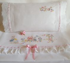 Baby Embroidery, Flower Embroidery Designs, Simple Embroidery, Embroidery Stitches, Baby Sheets, Baby Bedding Sets, Heirloom Sewing, Cute Outfits For Kids, Baby Design