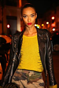 #AnaisMali throwing some face and being stunning #offduty in Paris.