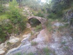 Pequeño puente en el camino de Perarrua al Món en la provincia de Huesca.