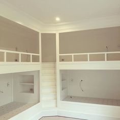 An original idea on bunk beds. Easy access to upper bunks. Corner Bunk Beds, Bunk Bed Rooms, Bunk Beds Built In, Modern Bunk Beds, Bunk Beds With Stairs, Kids Bunk Beds, L Shaped Bunk Beds, Custom Bunk Beds, Triple Bunk Beds