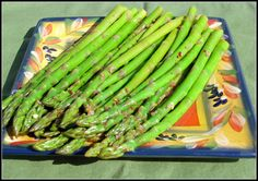 Perfect for that Easter buffet and so darn easy it's embarrassing! Marinated Asparagus, Asparagus Salad, Asparagus Recipe, Asparagus Ideas, Grow Asparagus, Cold Appetizers, Italian Appetizers, Healthy Cooking, Cooking Recipes