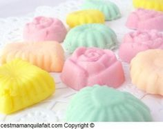 bonbons fondant de Paques sans cuisson ni glucose -copie-11 Low Carb Desserts, Easy Desserts, Candy Recipes, Sweet Recipes, Ariel Cake, Low Carb Brasil, Tupperware Recipes, Yellow Birthday, Sweet Cooking