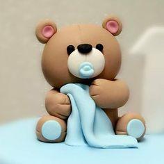 Baby Bear Fondant Cake Topper With blanket – Fondant Cake Topper - Cake Decorating Cupcake Ideen Fondant Cake Toppers, Fondant Baby, Fondant Figures, Fondant Cakes, Fondant Rose, Fondant Flowers, Cake Topper Tutorial, Fondant Tutorial, Creative Cake Decorating