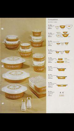 Butterfly gold (1) Pink Pyrex, Pyrex Bowls, Vintage Dishware, Vintage Dishes, Vintage Pyrex, Vintage Kitchen Appliances, Butterfly Gold, Vintage Cooking