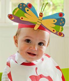 Arte: Chapéu de borboleta colorida.