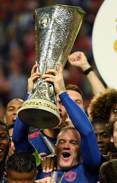 Wayne Rooney of Manchester United lifts The Europa League trophy. Manchester United Champions, Manchester United Football, Wayne Rooney, Manchester United Wallpaper, Sports Wallpapers, Europa League, Still Image, The Unit, Soccer