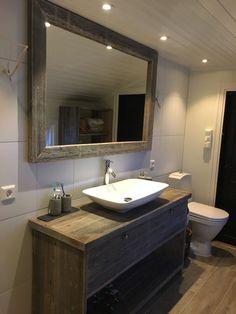 FINN – Baderomsinnredning i gamle materialer lages på bestilling!!! Diy Tv, Basement Remodeling, Better Homes, Home And Garden, House Design, Mirror, Furniture, Home Decor, Bathrooms