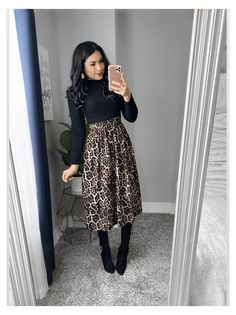 Modest Winter Outfits, Modest Church Outfits, Skirt Outfits Modest, Classy Outfits, Chic Outfits, Church Outfit Winter, Fall Skirt Outfits, Modest Black Dress, Printed Skirt Outfit