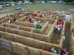 A themed straw bale maze. Halloween Labyrinth, Halloween Maze, Halloween Haunted Houses, Labyrinth Design, Deco Haloween, Hay Maze, Pumpkin Patch Farm, Maze Design, Fall Carnival