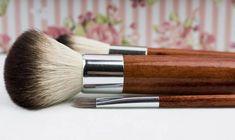 Make up Brush. wooden handle make up brush - Make up Brush. wooden handle make up brush - Bright Makeup, Bright Lips, Simple Makeup, Clean Makeup, Best Makeup Tips, Best Makeup Brushes, Best Makeup Products, Makeup Tricks, Natural Products
