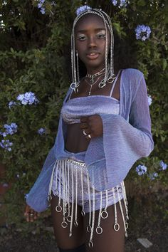 Frozen in time as the perfect example of a woman from the La Futura Domina awakens centuries later in time and embraces the fashion, tech and feminine freedom of the era while still maintaining the aesthetic of her decade. Pretty People, Beautiful People, Mode Outfits, Fashion Outfits, Rave Girl Outfits, Casual Outfits, Black Girl Aesthetic, Looks Style, Mode Style