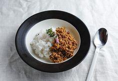 レンコンのシャキシャキとした食感がアクセント。煮込まずにさっと炒めるだけで出来る時短カレー。
