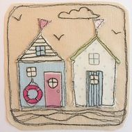 Beach hut appliqué made with Fryetts fabric and finished with free motion embroidery detail. Please check out other cards in the collection - great for framing ! x - comes complete with envelope and cellophane wrap for protection. Freehand Machine Embroidery, Free Motion Embroidery, Free Motion Quilting, Free Machine Embroidery Designs, Hand Applique, Machine Applique, Embroidery Applique, Embroidery Cards, Fabric Cards