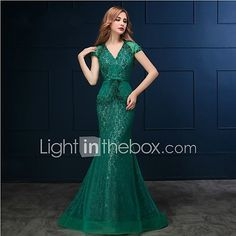 Formal Evening Black Tie Gala Dress - Sexy Trumpet / Mermaid V-neck Sweep / Brush Train Lace with Appliques Pearl Detailing 2017 - $109.99