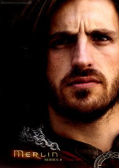Eoin Macken aka Gawain his death was disapointing he just died and they moved on. im in denial the series finally didnt really happen yet. Gwaine Merlin, Merlin Show, Merlin Series, Merlin Cast, Merlin And Arthur, Colin Morgan, Eion Macken, Troll, Bbc Tv Shows
