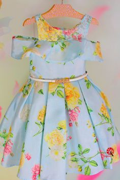 Como hacer un vestido para niñas de 4 años paso a paso African Dresses For Kids, Dresses Kids Girl, African Fashion Dresses, Little Dresses, Kids Outfits, Frocks For Girls, Kids Frocks, Baby Dress Patterns, Frock Patterns