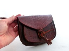 Vintage small leather bag / purse by ArtmaVintage on Etsy, $13.90.  So sweet!