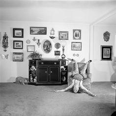 La Galerie Steven Kasher a inauguré la semaine dernière sa nouvelle exposition dédiée aux premières œuvres de Meryl Meisler, présentant plus de 35 tirages en noir et blanc. Ces photos expriment la force émotionnelle et l'exubérance des années 1970, quand la Psychologie Populaire encourageait les individus à devenir eux-mêmes et à s'accomplir, depuis les femmes au foyer des banlieues de Long Island jusqu'aux drag-queens et aux reines du disco.