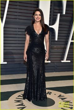 It's a face off between Deepika Padukone and Priyanka Chopra at the Vanity Fair Oscars 2017 after-party - who's your pick? - Priyanka Chopra or Deepika Padukone - who's the ultimate SHOW-STEALER at the Vanity Fair Oscars 2017 after-party? Black Sequin Gown, Black Sequins, Dress Black, Metallic Pink, Sequin Dress, Michael Kors Selma, Michael Kors Outlet, Rihanna, Oscar 2017