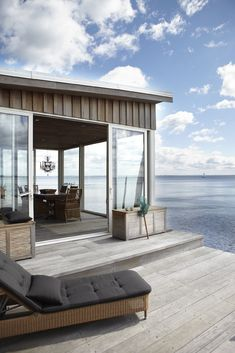 idea for transition from boathouse living area to deck?