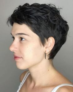 Long pixie hairstyles are a beautiful way to wear short hair. Many celebrities are now sporting this trend, as the perfect pixie look can be glamorous, elegant and sophisticated. Here we share the best hair styles and how these styles work. Dark Pixie Cut, Textured Pixie Cut, Very Short Pixie Cuts, Short Pixie Haircuts, Hairstyles Haircuts, Short Hair Cuts, Pixie Cut Wavy Hair, Short Wavy Pixie, Wavy Pixie Haircut