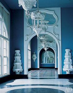 O Palácio ou Hotel Quitandinha é um palácio brasileiro, localizado no bairro Quitandinha em Petrópolis,Rio de Janeiro. Foi construído a partir de 1941 pelo empreendedor mineiro Joaquim Rolla, para ser...