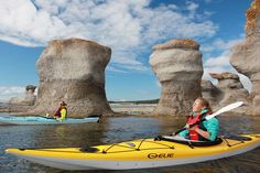 Go sea kayaking in the Mingan Archipelago. Photo by Eric Marchand/Le Quebec Maritimes Floating Boat, Kayak Tours, Canoe And Kayak, Need A Vacation, Kayaking, Canoeing, Archipelago, Rafting, Nature Photos