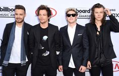 Niall Horan Photos - (L-R) Singers Liam Payne, Louis Tomlinson, Niall Horan, and Harry Styles of One Direction attend the 2015 Billboard Music Awards at MGM Grand Garden Arena on May 2015 in Las Vegas, Nevada. Zayn Malik, Niall Horan, Billboard Music Awards 2015, Latest Celebrity Gossip, Celebrity News, Celebrity Style, One Direction Singers, Mgm Grand Garden Arena, Getting Back Together