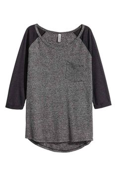 Jersey top : Top in jersey with 3/4-length raglan sleeves with sewn-in turn-ups, a chest pocket and a rounded hem that is slightly longer at the back.