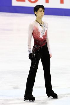 SAPPORO, JAPAN - DECEMBER 22:  Yuzuru Hanyu competes in the Mens Free Program during day two of the 81st Japan Figure Skating Championships at Makomanai Sekisui Heim Ice Arena on December 22, 2012 in Sapporo, Japan.