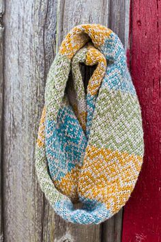 A free loom knitting pattern for a Fair Isle infinity scarf cowl.