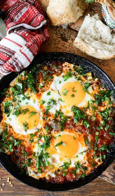 I'm always on a hunt for that perfect eggs recipe, and i have to say, i think i found the perfect one. I think, so bear with me. This meal is named Shakshuka, and it's not a karate move… Salad Recipes, Diet Recipes, Cooking Recipes, Healthy Recipes, Huevos Rancheros, Frijoles Refritos, Shakshuka Recipes, Ramadan Recipes, Dinner Rolls