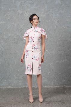 Batik Fashion, Girl Fashion, Fashion Dresses, Chinese New Year Outfit, Cheongsam Modern, Baby Dress Design, Cheongsam Dress, Chinese Clothing, Traditional Dresses