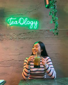 Driving a change to tea in Oslo🍵  🌱 Premium classic and herbal teas.   🌾 100% vegan. Plant-based milk.   🍓  No synthetic syrups, no artificial flavours, no animal milk.  🥂 Bridge old tradition of tea with modern lifestyle by creative mixing techniques. Plant Based Milk, Herbal Teas, Bubble Tea, Oslo, Drinking Tea, How To Introduce Yourself, Herbalism, Bridge, Bubbles