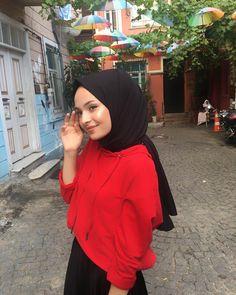Week End Hijab Fashion Cute - Pemuja Wanita Simple Hijab, Casual Hijab Outfit, Hijabi Girl, Girl Hijab, Muslim Girls, Muslim Women, Hijabs, Modest Fashion, Hijab Fashion