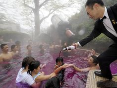 Yunessun Spa Resort : Japan hot spring full with red wine