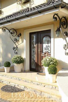 Make a grander entrance Door Design, Exterior Design, Entrance Design, Classic House Design, Spanish Style Homes, Backyard, Patio, House Entrance, Front Yard Landscaping