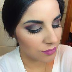 Maquillaje en tono morado y plata