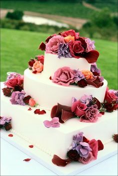 Cake Decoration, Cake Decorated With Fresh Flowers: Unique Wedding Cakes With Fresh Flowers Toppers