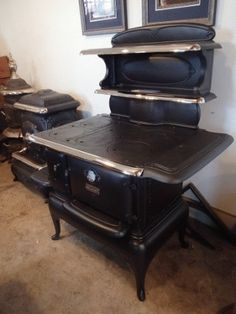 Antique Stove Hospital - Forty years of experience in restoring wood, coal, and gas stoves. Antique Kitchen Stoves, Antique Wood Stove, How To Antique Wood, Coal Gas, Coal Stove, Restore Wood, Kitchen Utilities, Selling Antiques, Small Homes