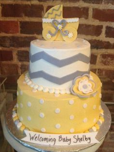 This is an awesome neutral BabyShower cake