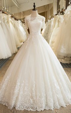 I know I've said this a few times but this is the perfect dress. I want this!