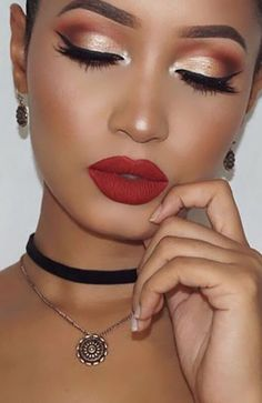 18 Most Gorgeous Prom Makeup Looks 18 Most Gorgeous Prom Makeup Looks 18 Most Gorgeous Prom Makeup Looks - The Trend Spotter<br> Want to look flawless on your prom night? Find the perfect prom makeup looks that will dazzle everyone! Ball Makeup, Prom Eye Makeup, Natural Prom Makeup, Skin Makeup, Bridal Makeup, Prom Makeup For Brown Eyes, Beauty Makeup, Makeup Geek, Wedding Makeup
