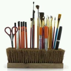 Paint brush holder made from a brush. Such a creative way to organize supplies and a nice touch to a workspace. I can use an old brush I used for grooming the horses with