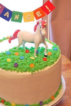 Banner/bunting with unicorn cake topper?