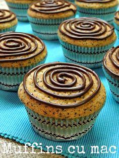 briose cu mac, muffins cu mac, retete cu mac, prajituri cu mac, mac retete Muffins, Deserts, Food And Drink, Cupcakes, Cookies, Breakfast, Sweet, Ely, Recipes