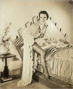Louise Brooks 1931 shows sexy leg in promo for God's Gift To Women Louise Brooks, Hollywood Scenes, In Hollywood, Vintage Hollywood, Hollywood Glamour, Classic Hollywood, Silent Film Stars, Movie Stars, Film Movie