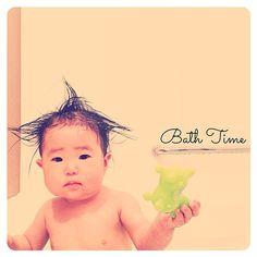 Instagram media guccinano - なんか たくましい…  #娘#11ヶ月 #ベビー#お風呂 #子供#ロディ#スイマーバ も使ってます