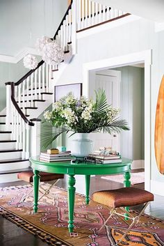Katie Lee gave her black entryway table a second life by painting it a kelly-green hue. Decor, Black Entryway Table, House Design, Foyer Decorating, Hamptons House, Decor Inspiration, Home Decor, Bold Paint Colors, Green Table